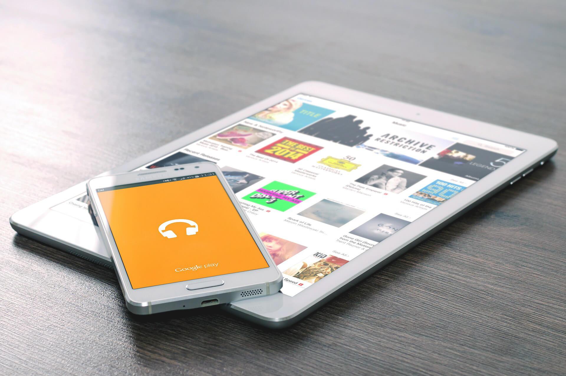 Smartphone Tablet Tisch Bücher